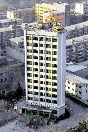 dismantle a building in a dangerous way