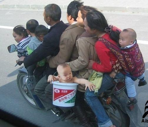 china funny picture, a usual family road trip